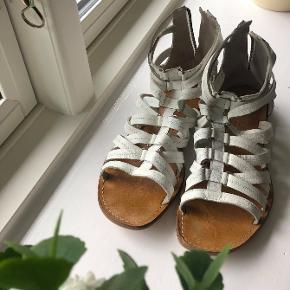 Ellos sandaler