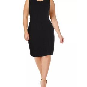 City chic kjole med lommer.  Uk size 20. Aldrig brugt, med mærke.  Nypris 949kr.