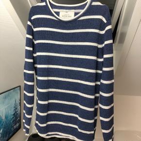 Har denne super lækre sweater fra Redford som jeg dsv ikke får brugt, den er brugt 1-2 gange, og har lagt i mit skab siden.  Ny pris var omkring 1100kr Modtager ikke bud under 300kr Sender gerne på købers regning