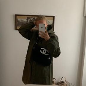 Super Nice VIP taske fra Chanel og af den grund medfølger der ikke noget ægtehedsbevis.  Vil gerne sende flere billeder af tasken.  mp er 1800,- 🧚🏼🍋