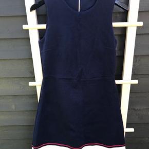 Mørkeblå Tommy Hilfiger kjole i str. M (Medium) Køber betaler fragt.