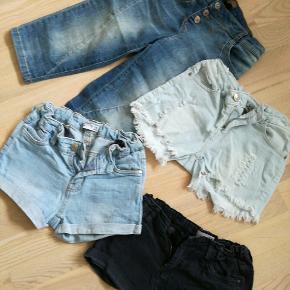 Samlet pris 50kr. Fire par denim shorts str 11-12 år. Jeg sender gerne