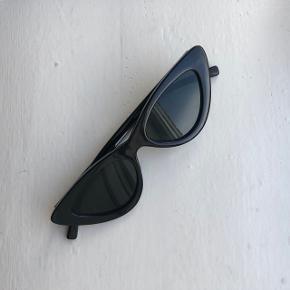 Sorte Cat-eye solbriller fra ZARA.  Rigtig pæn stand.