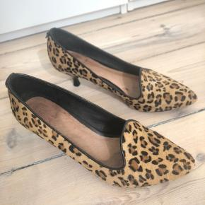 Så fine kitten heels med leopardmønster købt i Italien. Desværre for små og sælges derfor.