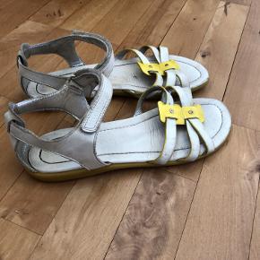 Et par brugte ecco sandaler.