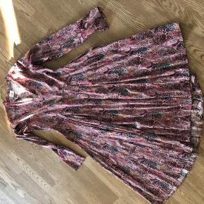 Heartmade kjole brugt 2 gange. Fejler intet