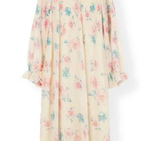 Ganni Kjole, God, men brugt. Odense - SØGER! Jeg søger denne smukke Ganni kjole i en s/m. Ganni Kjole, Odense. God, men brugt, Brugt en periode og har derfor mindre tegn på brug