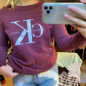 Sælger min CK sweater i bordeaux, Str Small