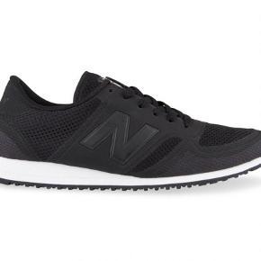 Varetype: Sneakers Farve: Sort Prisen angivet er inklusiv forsendelse.  Super fede sneakers fra new balance! Sprit nye ogi æske!! Mp 450