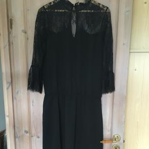 Helt ny Neo noir kjole, stadig med pris mærke🌸 se gerne mine andre annoncer!