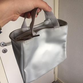 Sød lille sølvfarvet taske  90'er, 90's, y2k