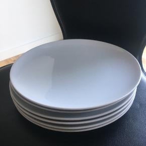 6 hvide middagstallerkner fra IKEA.  Pænt brugt. Sælges samlet for 50kr