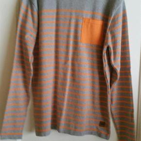 Varetype: bluse Farve: Grå/Orange Prisen angivet er inklusiv forsendelse.