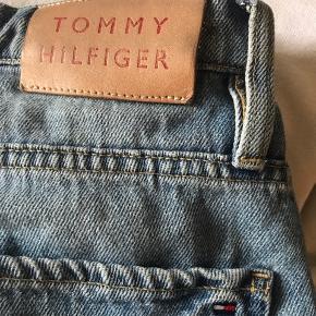 Tommy Hilfiger summer jeans Hw loose tapered GRAMERCY jeans Sælges da de er for store til mig Str.27 (S)   Np.1000kr  Købt Hilfiger Paris