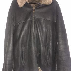 Skind frakke med pels indvendigt