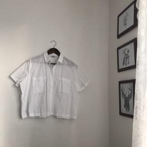 Envii skjorte i hvid sælges, da jeg ikke har fået den brugt. Fremstår som ny og uden slid, pletter mm.. Jeg er åben overfor bud. 🤍