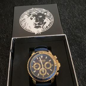 Fået i gave, men da jeg ikke går med ur, så kan den ikke rigtig bruges af mig.  Kun prøvet på, for at se om det klæder mig, men det gik ikke.  Henvend dig, hvis du vil have flere billeder