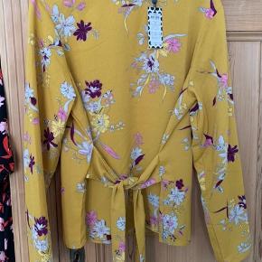 Virkelig fin bluse fra Pieces, købt herinde, men aldrig kommet i brug.