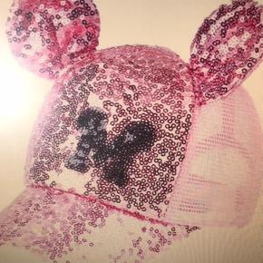 Yndig pink palliet kasket med Mickey ører Size: Onesize 52-55 cm ( 2-10 år )