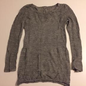 Grå Aiayu / Aymara strik cashlama uld og silke. Rigtig fin uden anmærkninger. Alm i str.  Strik, strikketrøje,   Bikkemberg sneakers. Se separat annonce.