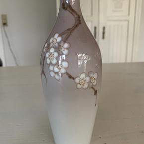 B&G vase