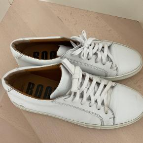 Roots sneakers