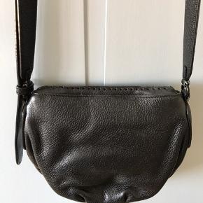 Taske fra Marc Jacobs  Sort skind Brugt med få tegn på slid Byd