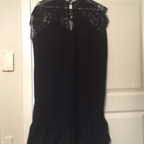 Super sød kjolen der kan bruges hen i julefrokosten også😊