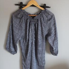 mega flot blå-ish bluse, som kan styles på mange forskellige måder, det er bare med at være kreativ! jeg ved ikke hvad størrelse er, men jeg har altid brugt den som en oversized, så vil gætte på XL.  #30dayssellout