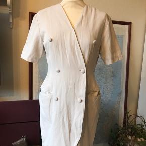 Ægte 80-90'er-kjole af mærket Flash.  Brugt, men stadig i fin brugbar stand.  Jeg giver mængderabat 😊