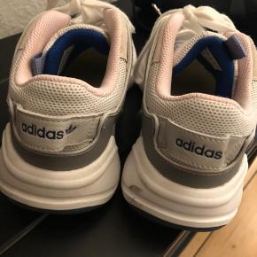 Byd endelig! Skoene er i rigtig god stand, da de kun har været brugt et par gange i kort tid - sælges da de er for store.