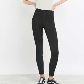 c85c92b4494 Urban Outfitters BDG Hub Ultra High Waisted Skinny Jeans i sort. W28L30 Brugt  få gange