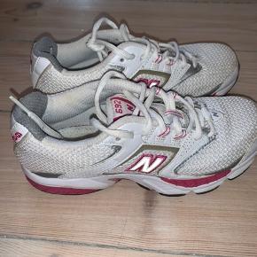 Mega fede new balance sneakers! - mangler dog sål, men den kan muligvis findes:)