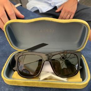 Gucci solbriller - brugt to gange   Æske og kvittering medfølger  Købt i Italien i juli 2019
