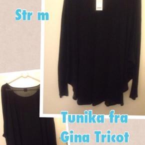 Oprindelig købspris: 199 kr.  Sød blondetunika/kjole stadig med prismærke. Længden er fra skulderen og ned 84 cm. Giver en fed effekt med en tanktop under i en anden farve.