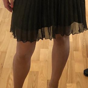 Fin plisseret nederdel  Kom med et bud (: