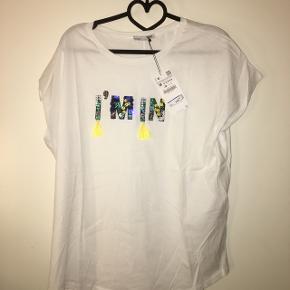T shirt fra Zara, stadig med mærkeNP var 129 , MP er nu 25 kr  Passes af en M