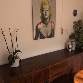 Marilyn Monroe smækket op på et lærred med fedt farvespil.   Måler 60 x 80 cm.