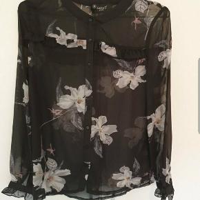 Skjorte bluse str S.  Fra Sisters point Aldrig været i brug.