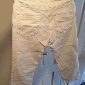 Super fine 3/4 bukser fra Soyaconcept i str w29/38. Aldrig brugt. Nypris 299,95 kr.