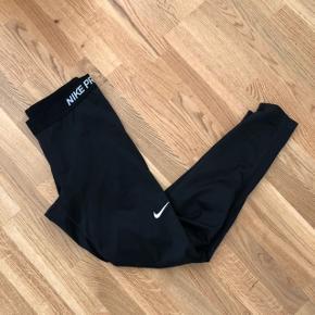 Nike Pro tights   Mærke: Nike Farve: sort  Str: L  Stand: brugt men fejler absolut ingenting   Afhentes i århus eller sendes på købers regning