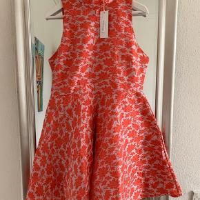 Fineste kjole, ubrugt 😊   Mp 250 kr 💃🏻