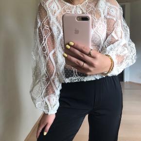 Brugt 2 gange!🤍 Flotteste blonde bluse fra ZARA!💫