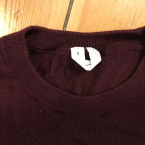 Merino Crew-Neck Jumper. 100 % merino wool