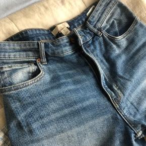 Boyfriend Jeans / rigtig flot vask/farve. Sælges kun da jeg har to par