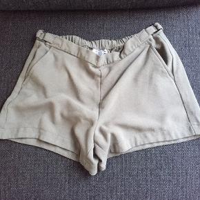 Calvin Klein shorts i støvet navy grøn. Billede 2 viser bedst farven. BYD 🌸🌸