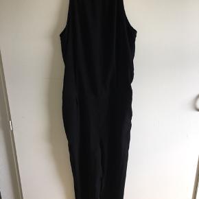 BYD! Flot Only buksedragt i sort, den har en åben blonderyg, kan ses lidt på billederne😁 Super stand, da den er brugt meget få gange!😋 Str. 40  Kan sendes mod betaling🙂 Og spørg endelig for mere info!😉