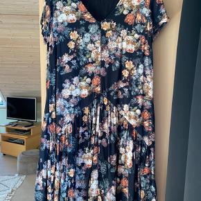 Super sød kjole fra Gestuz, som kun er brugt ganske få gange