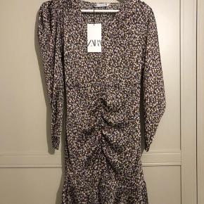 Blomstret kjole fra Zara.