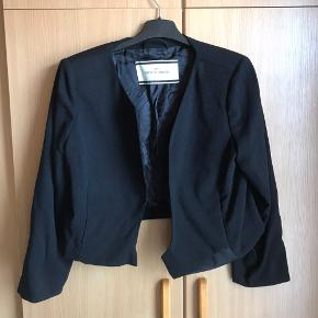 Sort blazer/ jakke str. 42. Passer medium.